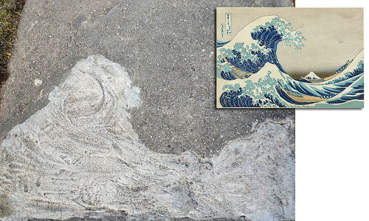 an image on the sidewalk that reminded me of Hokusai's wave print