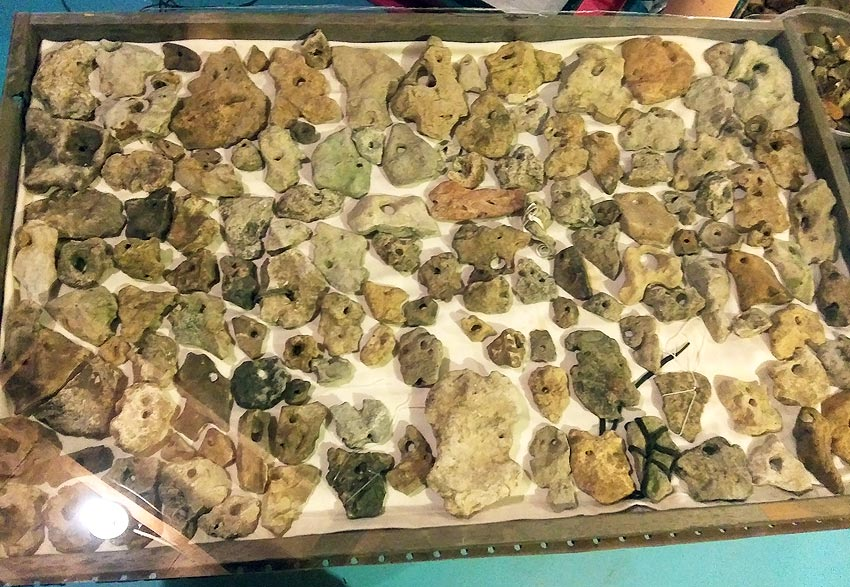 hagstones, found rocks with holes in them