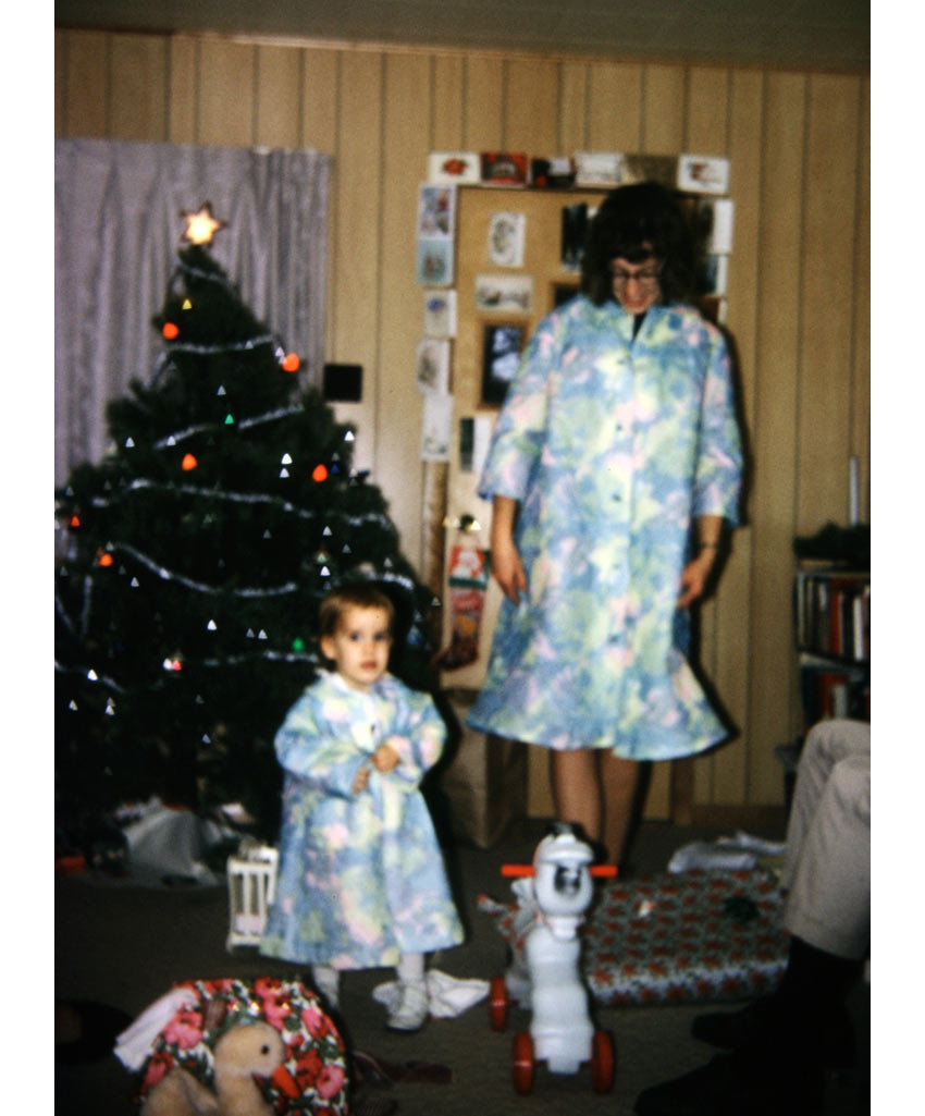 strange vintage family Christmas picture from the 1960s