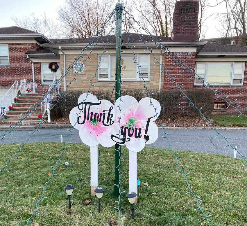 thank you sign for first responders with pink flowers in Belleville NJ